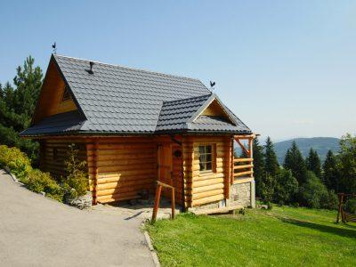 Drewniany domek z kominkiem z widokiem na Beskid Żywiecki Zawoja